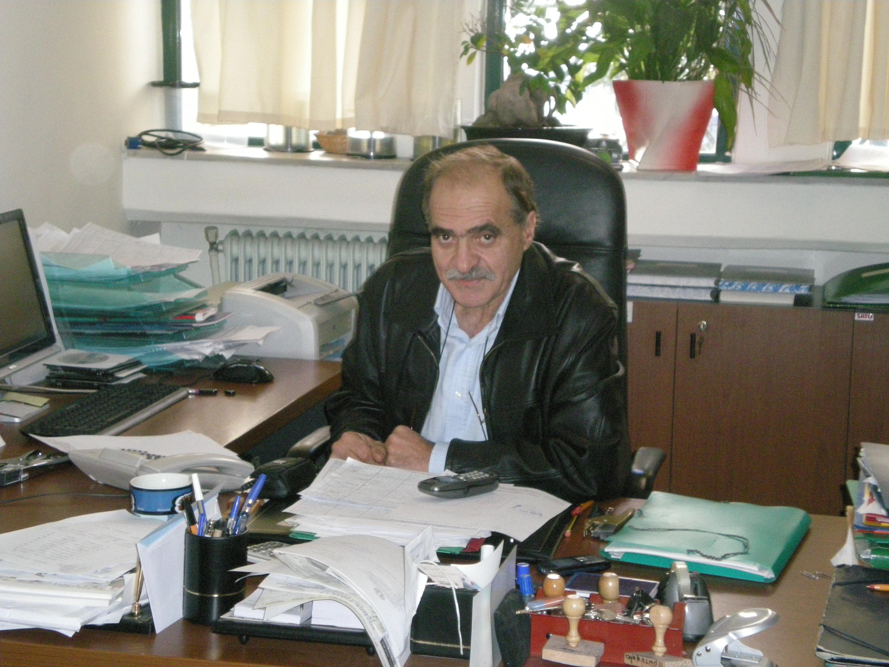 Ο κ. Γ. Καπούλας, Διευθυντής του σχολείου μας, 2ου Λυκείου Ευόσμου