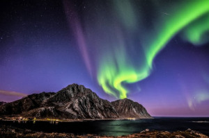 nappstinden-norway-northern-lights