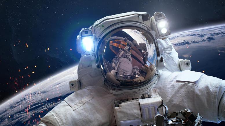 yi-sas-crete-oi-astronautikoi-xairetismoi-apo-to-diastima_2.w_l