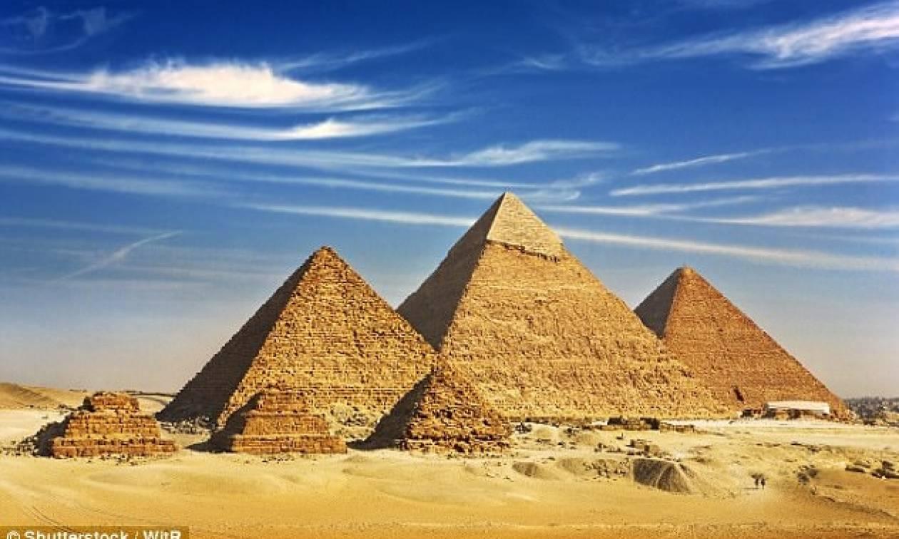 449B520500000578-0-image-a-20_1506198139436πυραμιδεσ