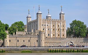 300px-Tower_of_London_viewed_from_the_River_Thames