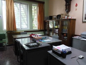 Το γραφείο διδασκόντων στο ισόγειο