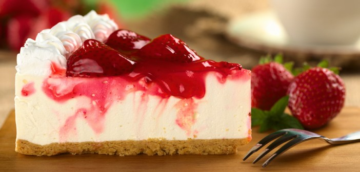 Strawberry-Cheesecake-with-Strawberry-Syrup-702x336